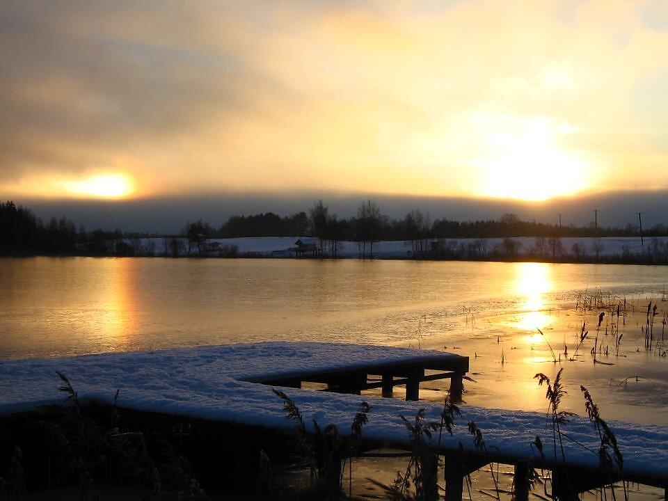Nõuni järv talvel - taevas oli justkui mitu päikest