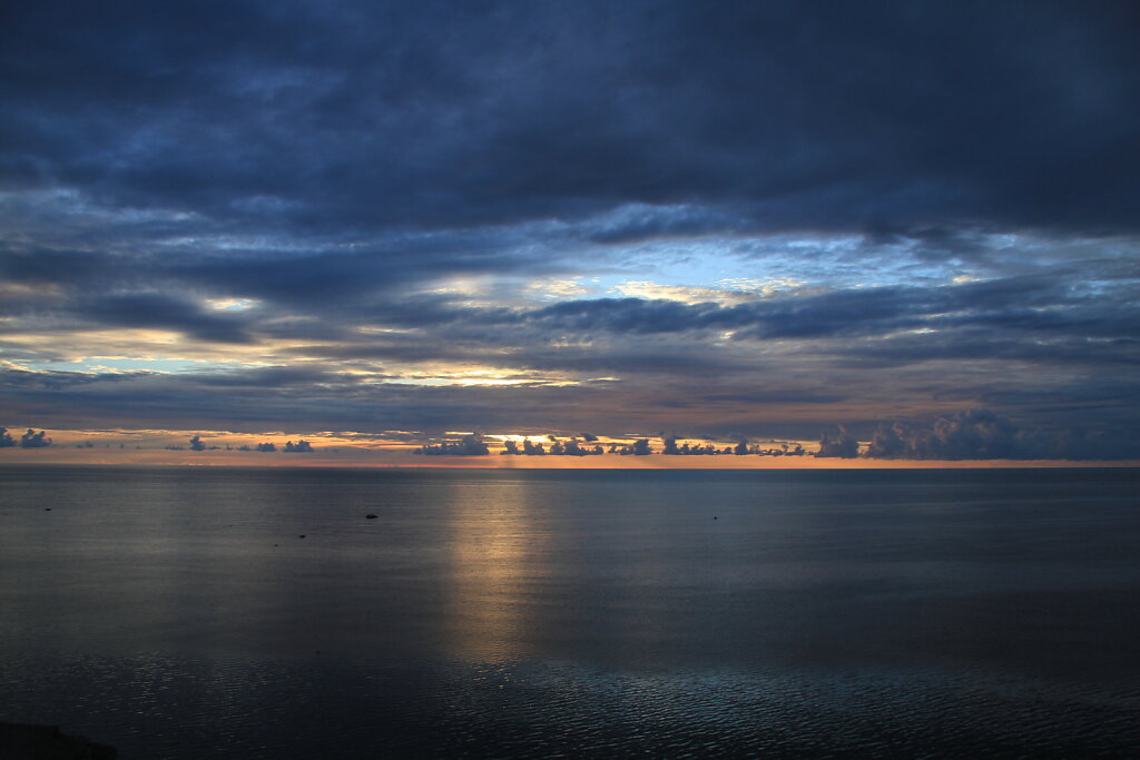 Loojang mere ääres