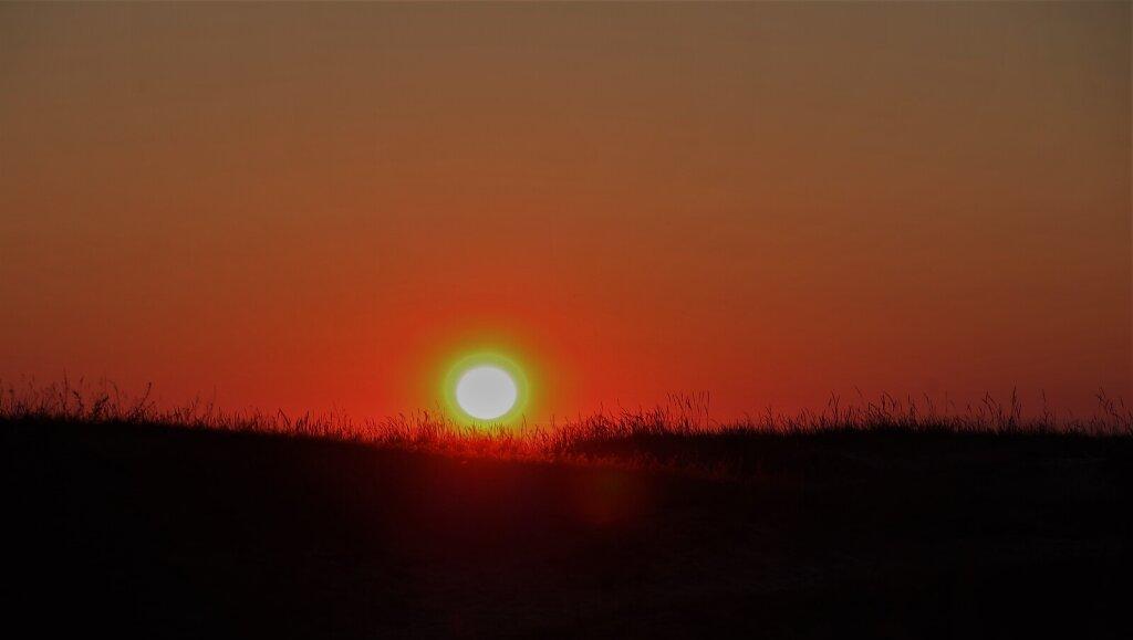 Punane loojang ja päikeseketas
